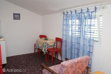 Trpanj, Dining room in the studio-apartment, (pet friendly) and WiFi.