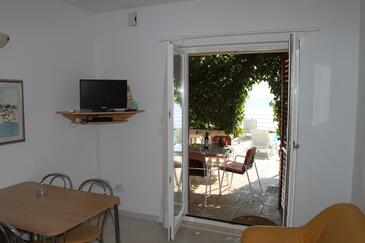 Seget Vranjica, Jedáleň v ubytovacej jednotke apartment, dostupna klima i WIFI.