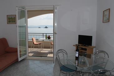 Seget Vranjica, Dining room in the apartment, air condition available, (pet friendly) and WiFi.