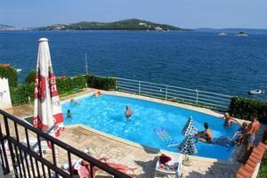 Apartmány u moře s bazénem Seget Vranjica (Trogir) - 2571