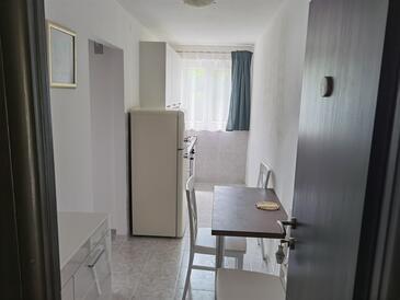 Trpanj, Jídelna v ubytování typu apartment, domácí mazlíčci povoleni a WiFi.