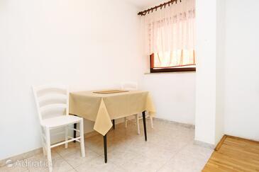Trpanj, Jídelna v ubytování typu studio-apartment, domácí mazlíčci povoleni a WiFi.