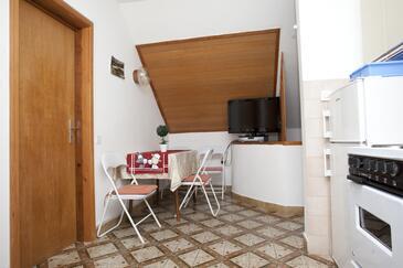 Promajna, Dining room in the apartment, dostupna klima i WIFI.
