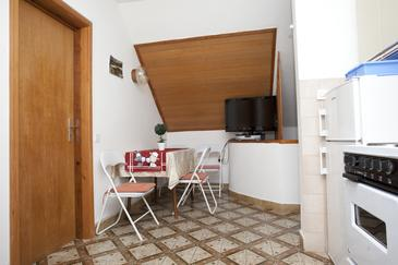 Promajna, Dining room in the apartment, air condition available and WiFi.