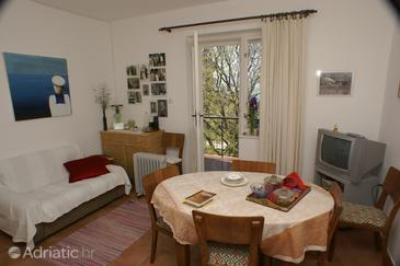 Gradac, Dining room in the apartment.