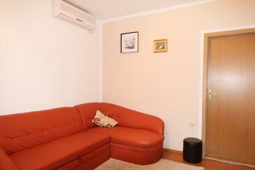 Makarska, Obývací pokoj v ubytování typu apartment, s klimatizací, domácí mazlíčci povoleni a WiFi.
