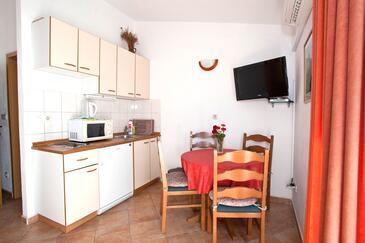 Promajna, Jídelna v ubytování typu apartment, s klimatizací a WiFi.