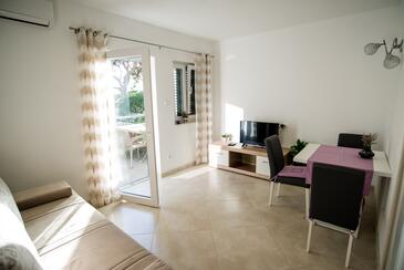 Promajna, Living room in the apartment, air condition available and WiFi.