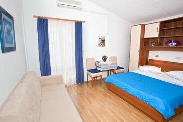 Promajna, Sala da pranzo nell'alloggi del tipo studio-apartment, WiFi.