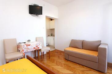 Promajna, Jídelna v ubytování typu studio-apartment, WiFi.