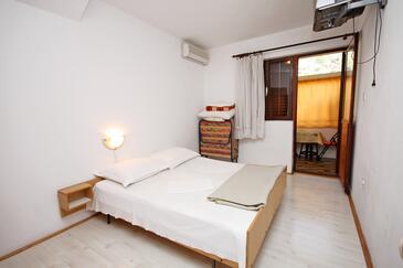 Podaca, Spálňa v ubytovacej jednotke room, klimatizácia k dispozícii a WiFi.