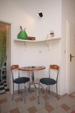 Podgora, Dining room in the studio-apartment, WiFi.