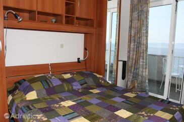 Podgora, Ložnice v ubytování typu room, s klimatizací a WiFi.
