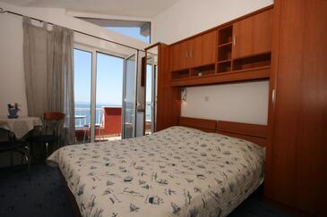 Podgora, Sypialnia w zakwaterowaniu typu room, dostupna klima i WIFI.