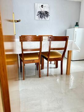 Podaca, Jadalnia w zakwaterowaniu typu apartment, WIFI.