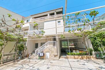Podaca, Makarska, Obiekt 2618 - Apartamenty przy morzu ze żwirową plażą.