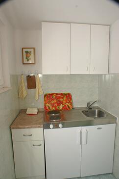 Podaca, Kuchnia w zakwaterowaniu typu studio-apartment.