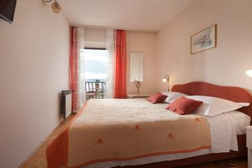 Podgora, Bedroom in the room, air condition available and WiFi.