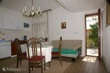 Krvavica, Dining room in the apartment, dopusteni kucni ljubimci.
