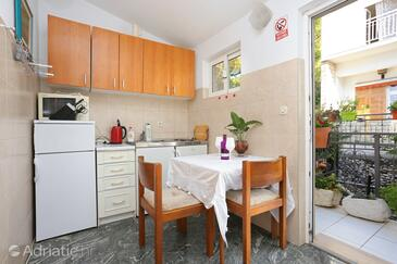 Drašnice, Dining room in the apartment, dopusteni kucni ljubimci i WIFI.