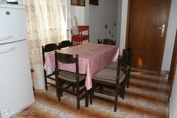 Igrane, Столовая в размещении типа apartment, доступный кондиционер и WiFi.