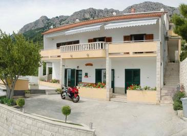 Brela, Makarska, Property 2653 - Apartments with pebble beach.