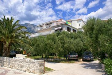 Tučepi, Makarska, Property 2656 - Apartments near sea with pebble beach.