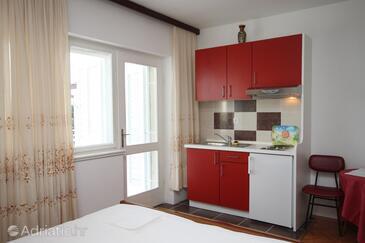 Brela, Kitchen in the studio-apartment.