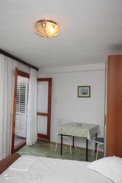 Brela, Dining room in the studio-apartment.
