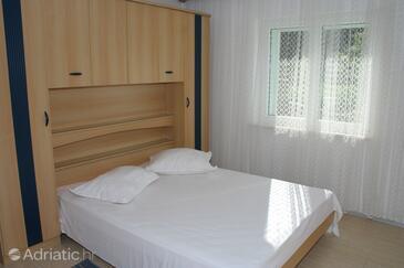 Brela, Bedroom in the room.