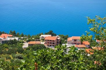 Brela, Makarska, Property 2665 - Apartments with pebble beach.