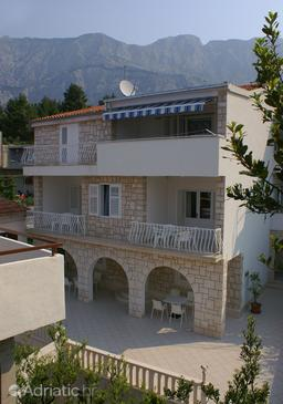 Tučepi, Makarska, Property 2666 - Apartments near sea with pebble beach.