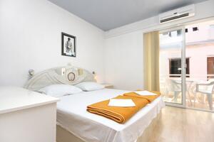 Apartments by the sea Promajna (Makarska) - 2673