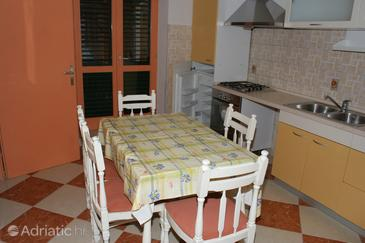 Promajna, Sala da pranzo nell'alloggi del tipo apartment, WiFi.