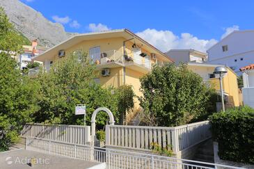 Baška Voda, Makarska, Property 2678 - Apartments near sea with pebble beach.