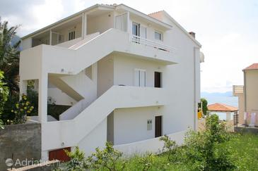 Igrane, Makarska, Property 2680 - Apartments near sea with pebble beach.