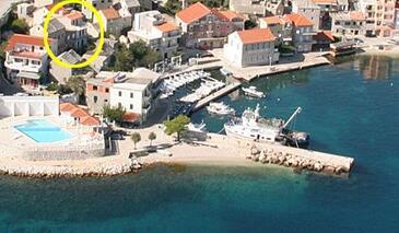 Igrane, Makarska, Property 2684 - Apartments near sea with pebble beach.
