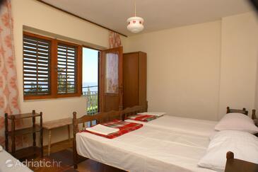 Drvenik Gornja vala, Bedroom in the room.
