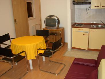 Bratuš, Dining room in the apartment, WIFI.