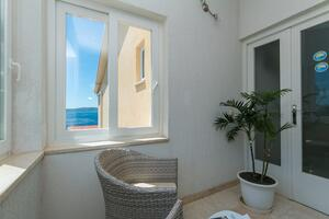 Apartments and rooms with parking space Brela, Makarska - 2717