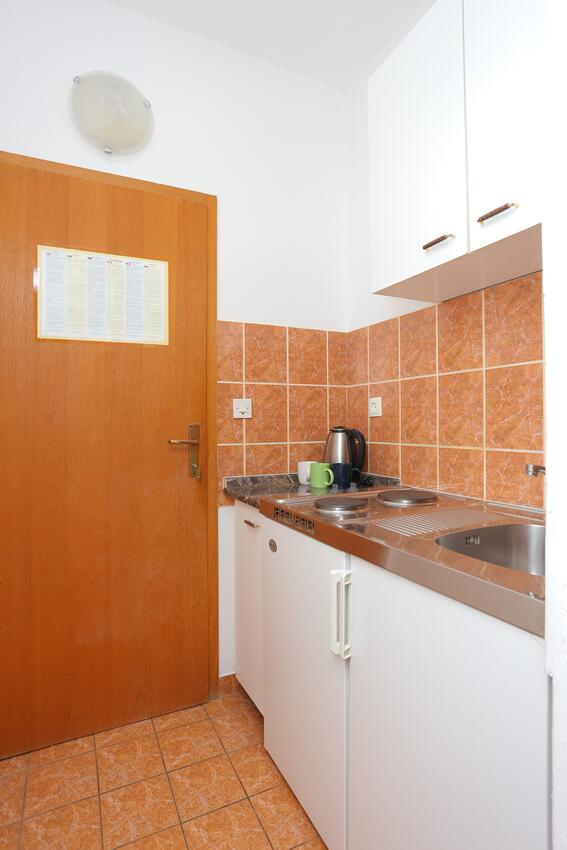 Ferienwohnung Studio Appartment im Ort Brela (Makarska), Kapazität 2+1 (2142090), Brela, , Dalmatien, Kroatien, Bild 2