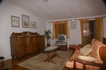 Drašnice, Dnevni boravak u smještaju tipa apartment, dostupna klima i WiFi.