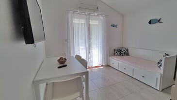 Drvenik Donja vala, Obývací pokoj v ubytování typu apartment, s klimatizací a WiFi.