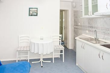 Živogošće - Porat, Dining room in the apartment, WiFi.