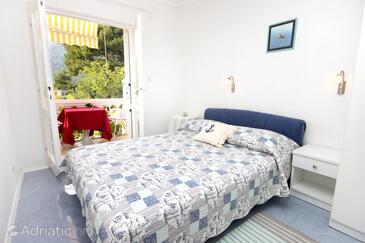 Živogošće - Porat, Bedroom in the room, dostupna klima i WIFI.