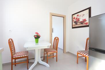 Duće, Sala da pranzo nell'alloggi del tipo apartment, condizionatore disponibile e WiFi.