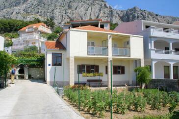 Omiš, Omiš, Obiekt 2751 - Apartamenty z piaszczystą plażą.