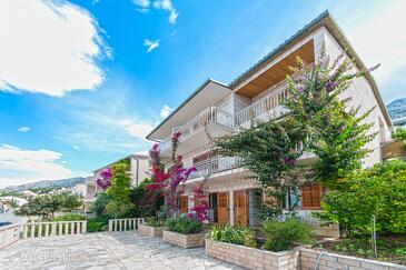 Brela, Makarska, Szálláshely 2752 - Apartmanok és szobák a tenger közelében kavicsos stranddal.