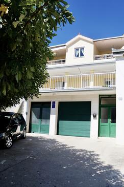 Omiš, Omiš, Property 2760 - Apartments with sandy beach.