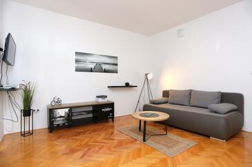 Stanići, Salon dans l'hébergement en type apartment, climatisation disponible et WiFi.